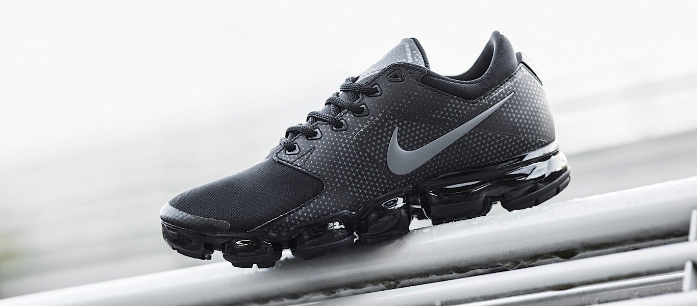 6ab5e8fe9f Where other Air Max models fill the sole with maximum Air, the VaporMax  focuses on using less air in a more efficient manner. The Nike designers  were able ...