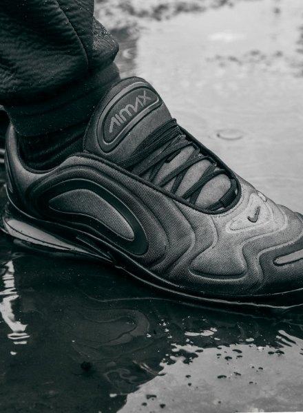 black Nike Air Max 720