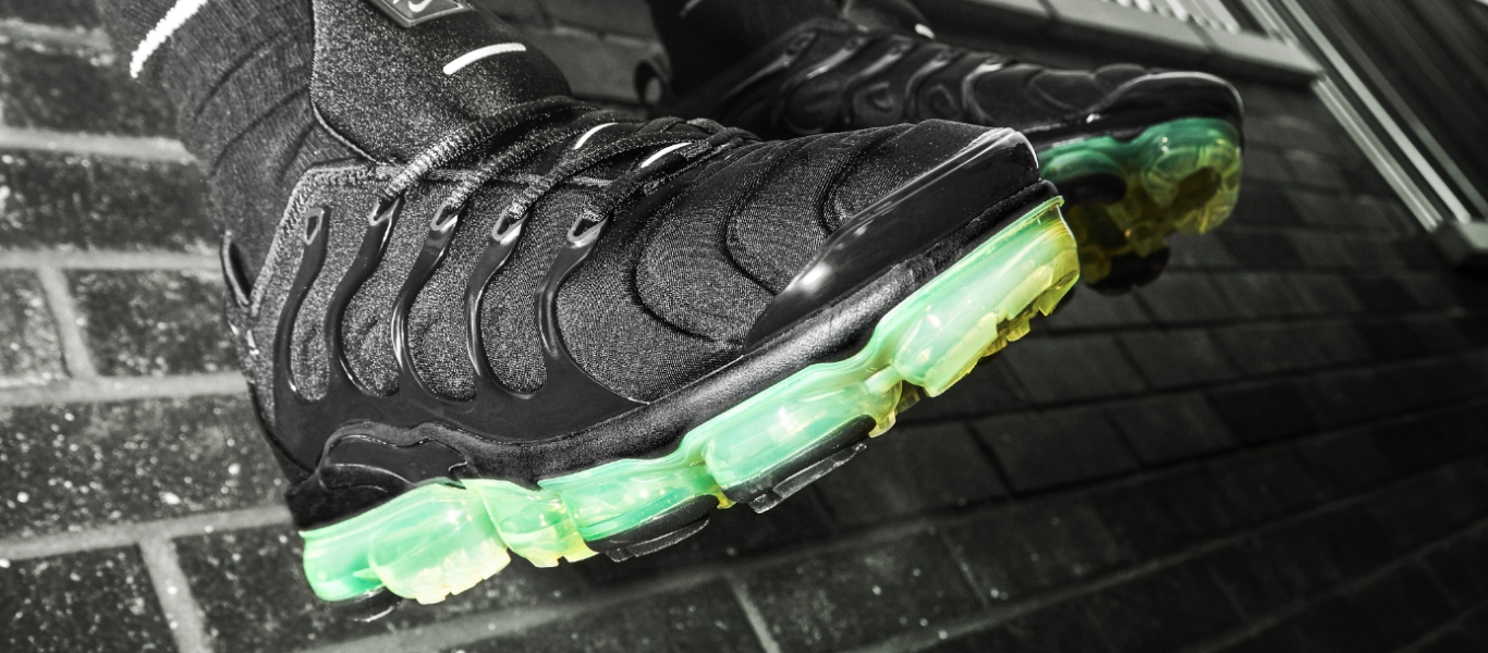 vapormax plus black volt