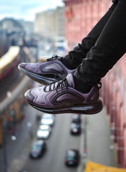 influencer in air max 720