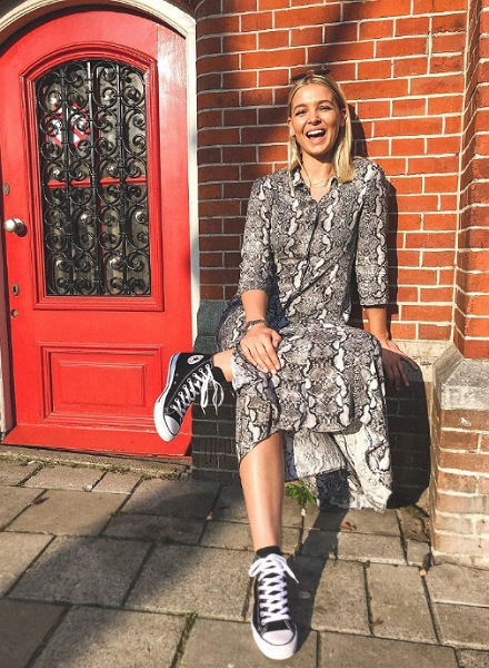 hollie in converse all star