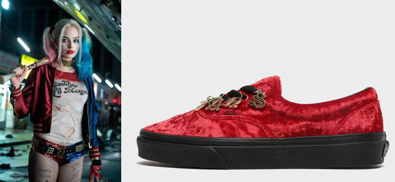 Margot Robbie como Harley Quinn de DC Cómics comprada con zapatillas Vans Era de terciopelo en color rojo